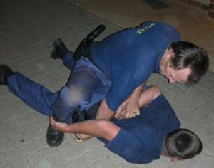 police-arresting-mugger-image6
